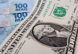 Qual a vantagem em comprar moeda em casa de câmbio?